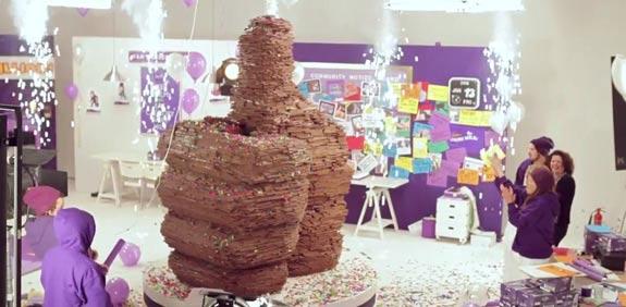 קדבורי בונים אגודל לייק משוקולד / מתוך: youtube
